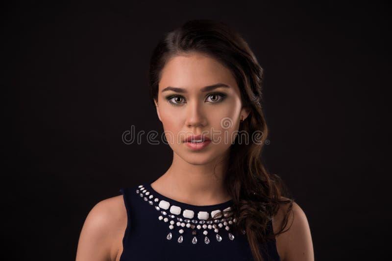 美好的女性模型画象在黑背景的 免版税库存照片