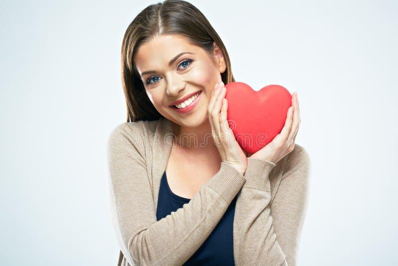 美好的妇女举行红色心脏 情人节爱概念 免版税库存照片