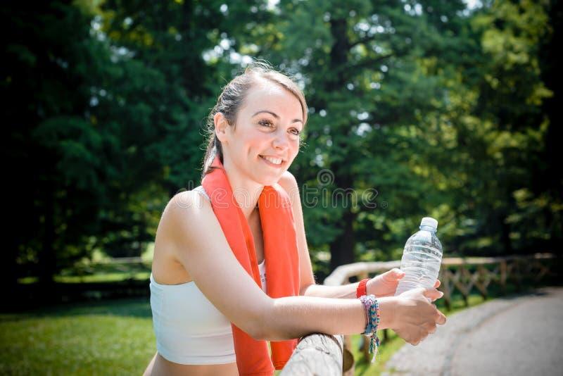 美好的妇女健身赛跑 免版税库存图片