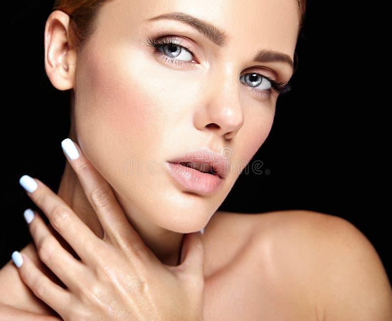 美好的妇女模型画象与构成的和清洗健康皮肤 库存图片