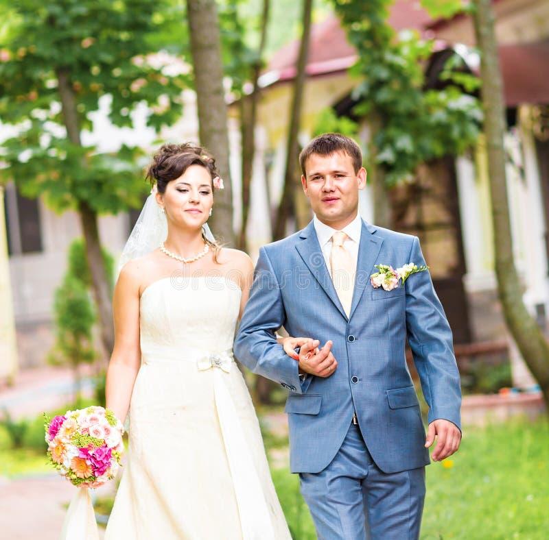 美好的婚礼夫妇享受婚姻 库存照片