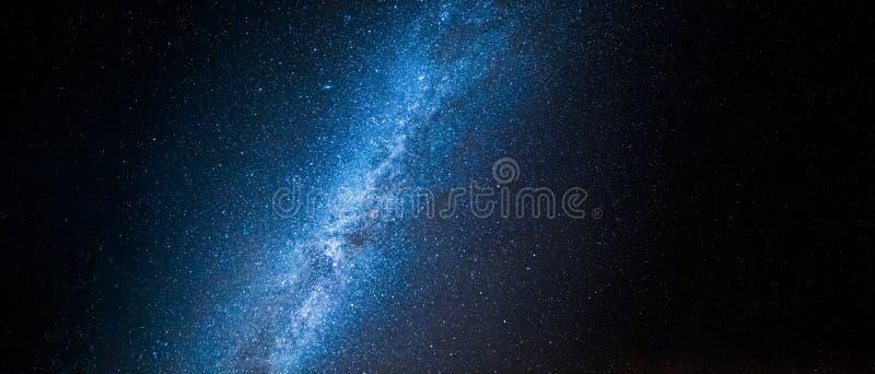 美好的宇宙和星座与百万个星在晚上 图库摄影