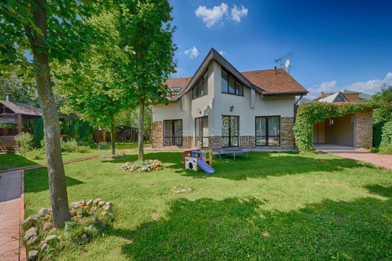 美好的家,纺织品,公寓,豪华房子,设计,室内设计卧室 免版税图库摄影