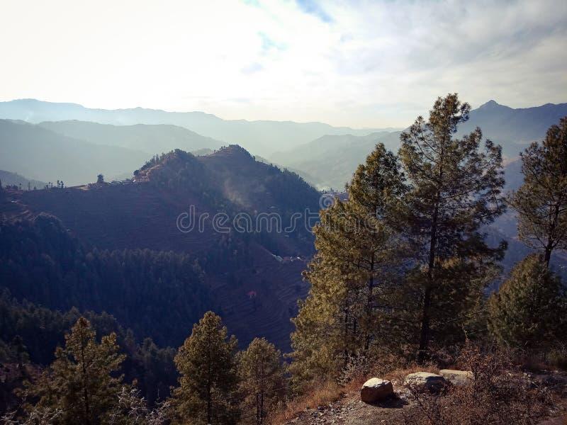 美好的小山风景 免版税库存照片