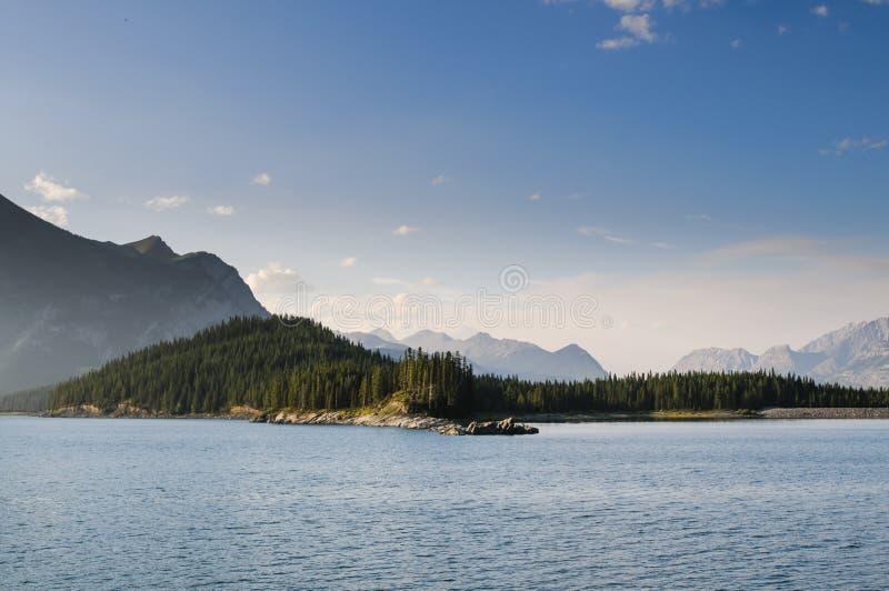 美好的山湖视图 库存照片