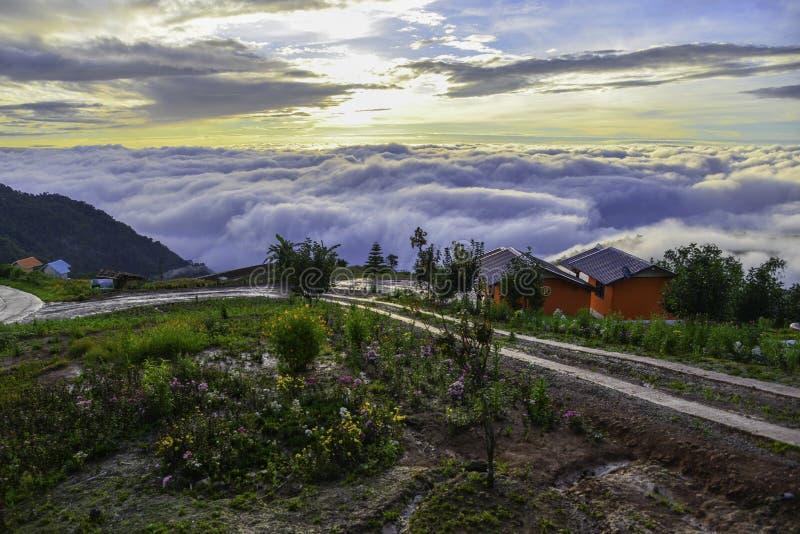 美好的山风景在Phutabberk Phetchabun,泰国 免版税库存照片