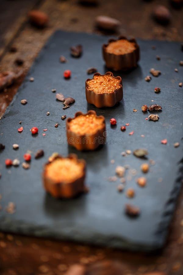 美好的巧克力果仁糖 库存图片