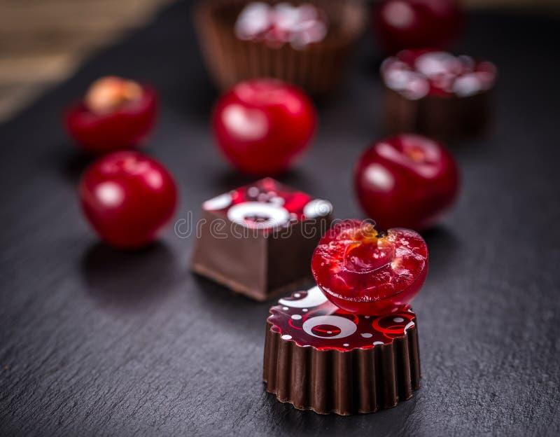 美好的巧克力果仁糖 免版税库存照片