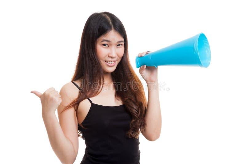 美好的年轻亚洲妇女展示赞许宣布与megapho 免版税图库摄影