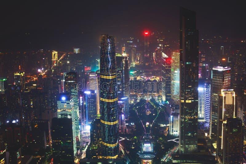 美好的广角广州珠江新市镇财政区,广东,有地平线和scener的中国夜鸟瞰图  免版税库存照片