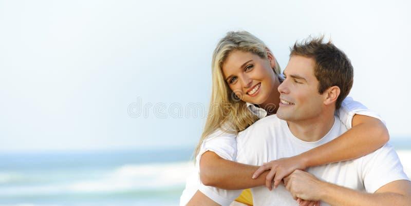 美好的新夫妇 免版税图库摄影
