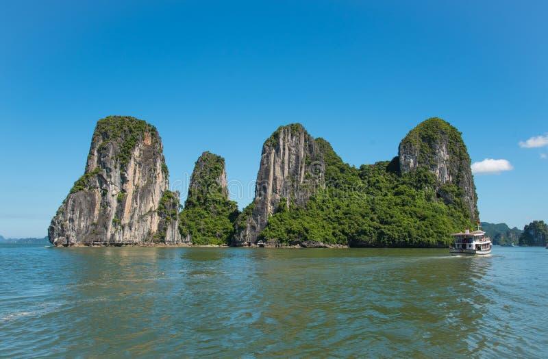 美好的旅行视图在下龙湾越南风景海洋 库存照片