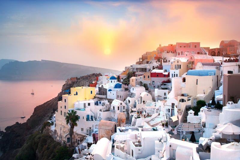美好的日落在Oia,圣托里尼,希腊 免版税库存照片