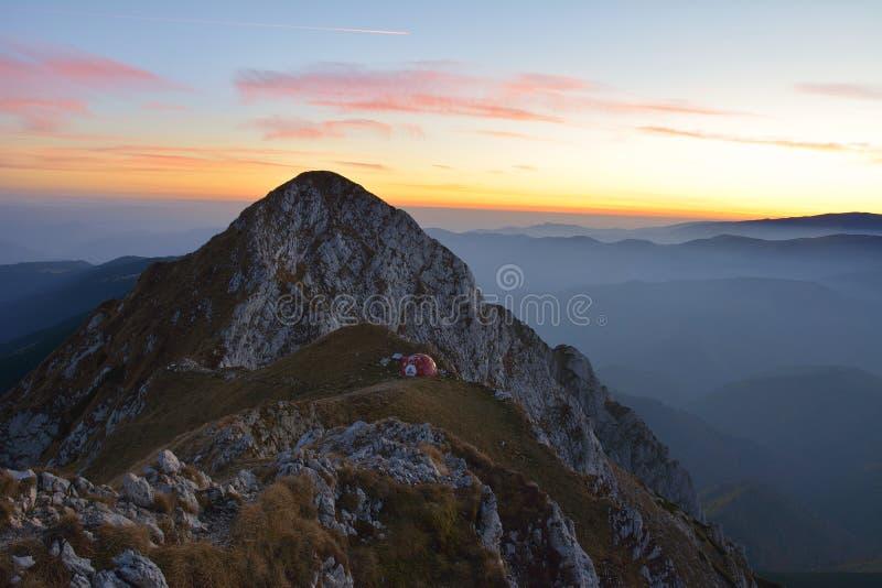美好的日落在Piatra Craiului 免版税图库摄影
