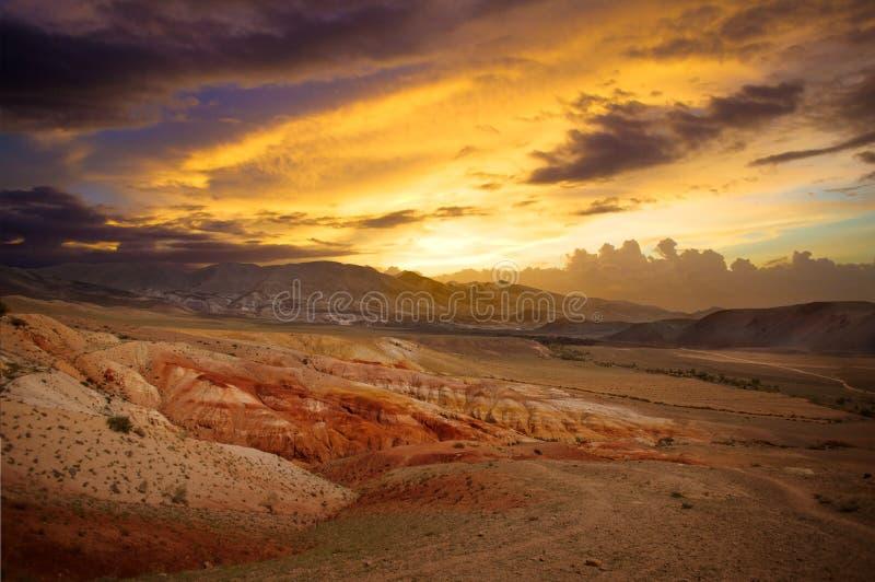 美好的日落山风景克孜勒奇恩角,阿尔泰,俄罗斯 库存图片