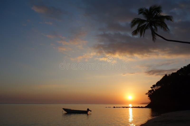 美好的日落斐济-珊瑚海岸 库存图片