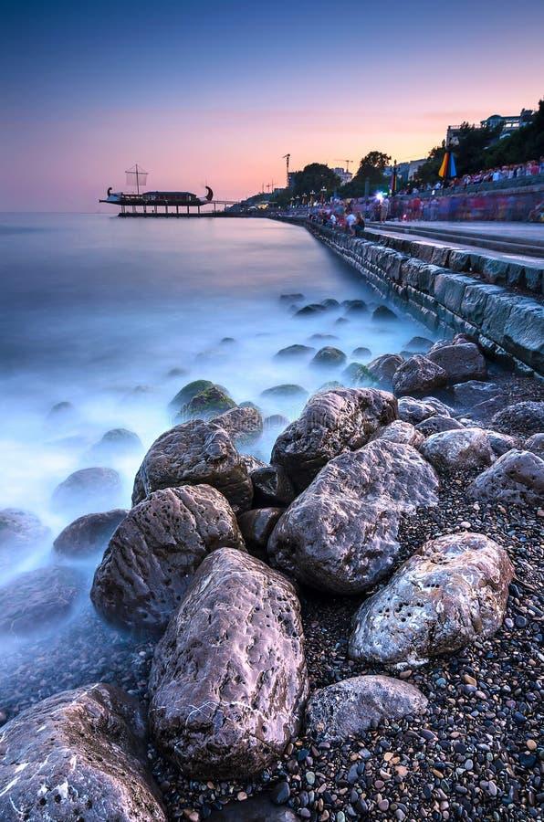 美好的日落风景在克里米亚 黑海 免版税库存图片