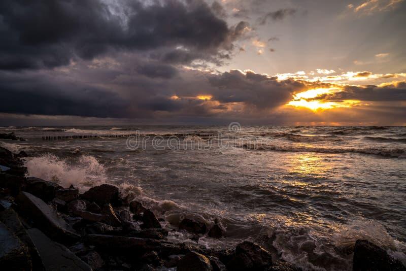 美好的日落黑海 金海日落 波季,乔治亚,自然 免版税图库摄影