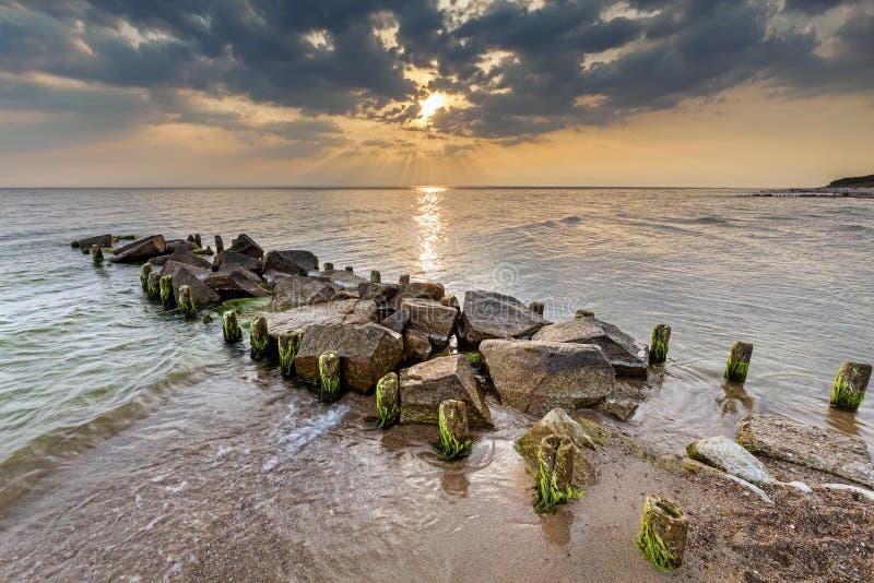 美好的日落,夏天自然背景 免版税图库摄影