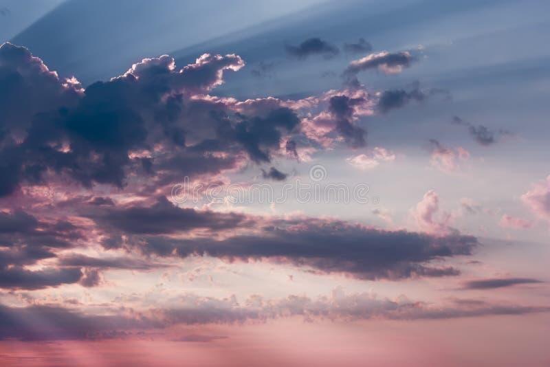 美好的日落,轻的庄严云彩 图库摄影