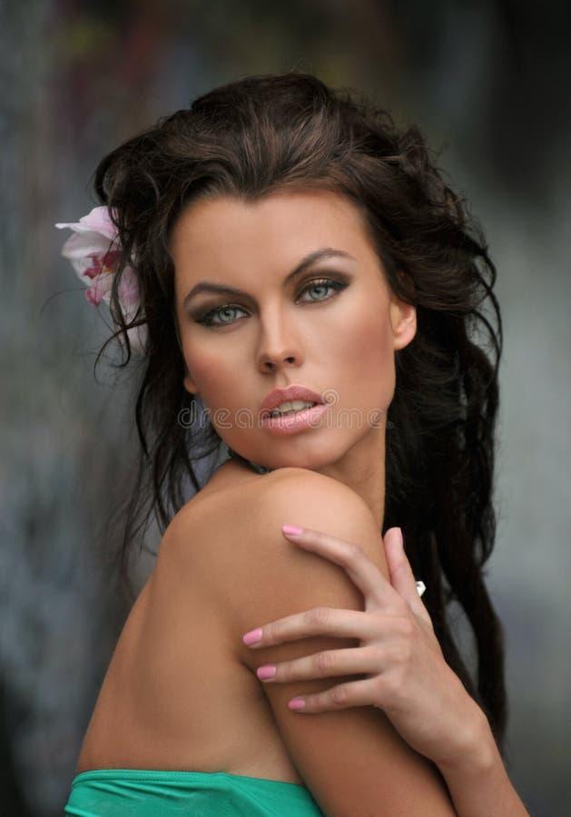 美好的时尚泳装模型画象与魅力构成的 免版税库存照片