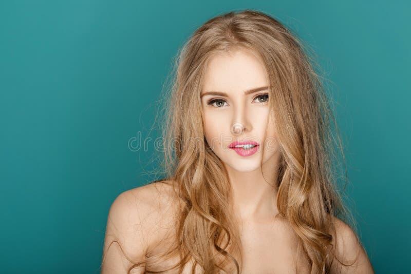 美好的时尚白肤金发的妇女 库存照片