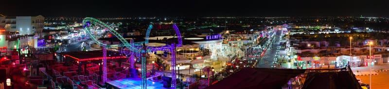 美好的晚上全景从上面纳马海湾, Sharm El谢赫,埃及普遍的购物和娱乐区  图库摄影