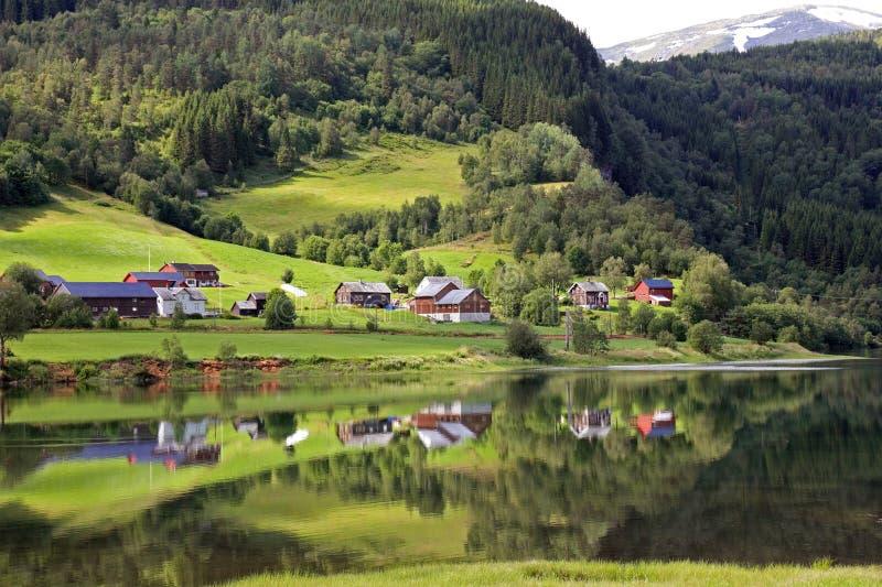 美好的横向挪威田园式村庄 免版税库存图片