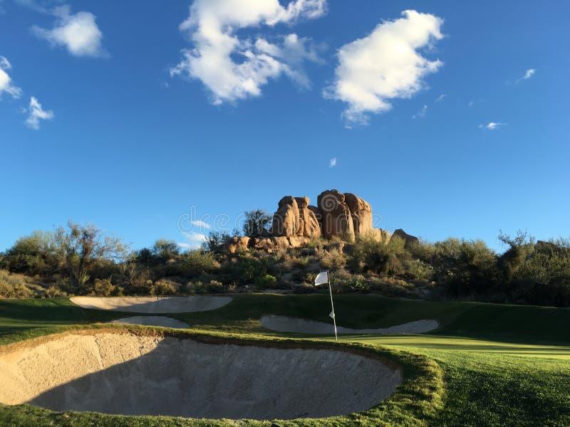 美好的沙漠高尔夫球场风景 免版税图库摄影