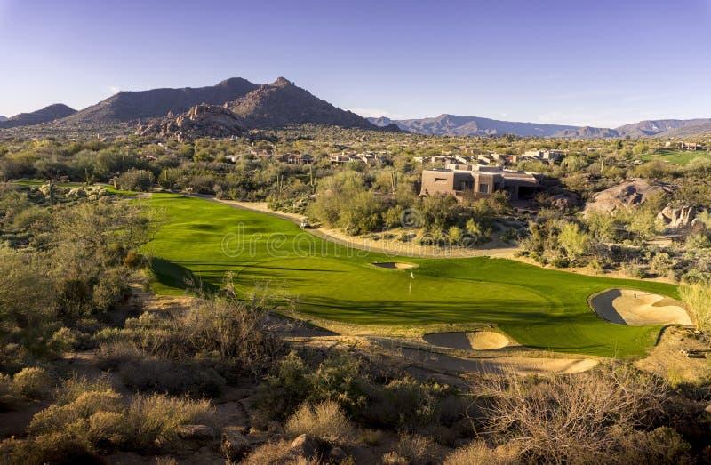 美好的沙漠高尔夫球场 库存图片