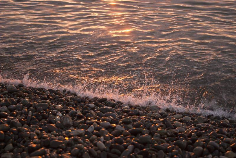 美好的海日落,柔和的平衡的海景 免版税库存照片