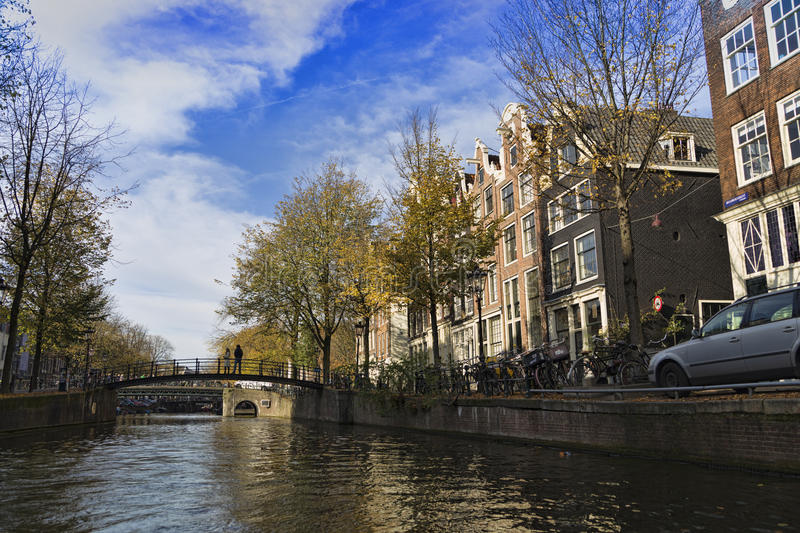 美好的游览通过阿姆斯特丹运河  库存照片