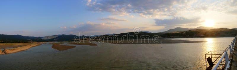 美好的湖日落 库存照片
