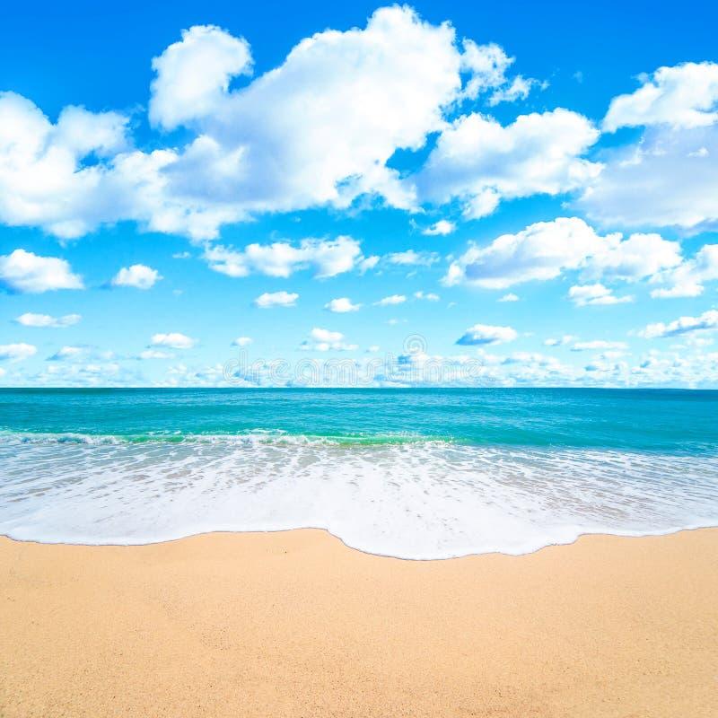 美好的热带海和海滩风景 旅游业的暑假概念 自然天堂 免版税库存照片