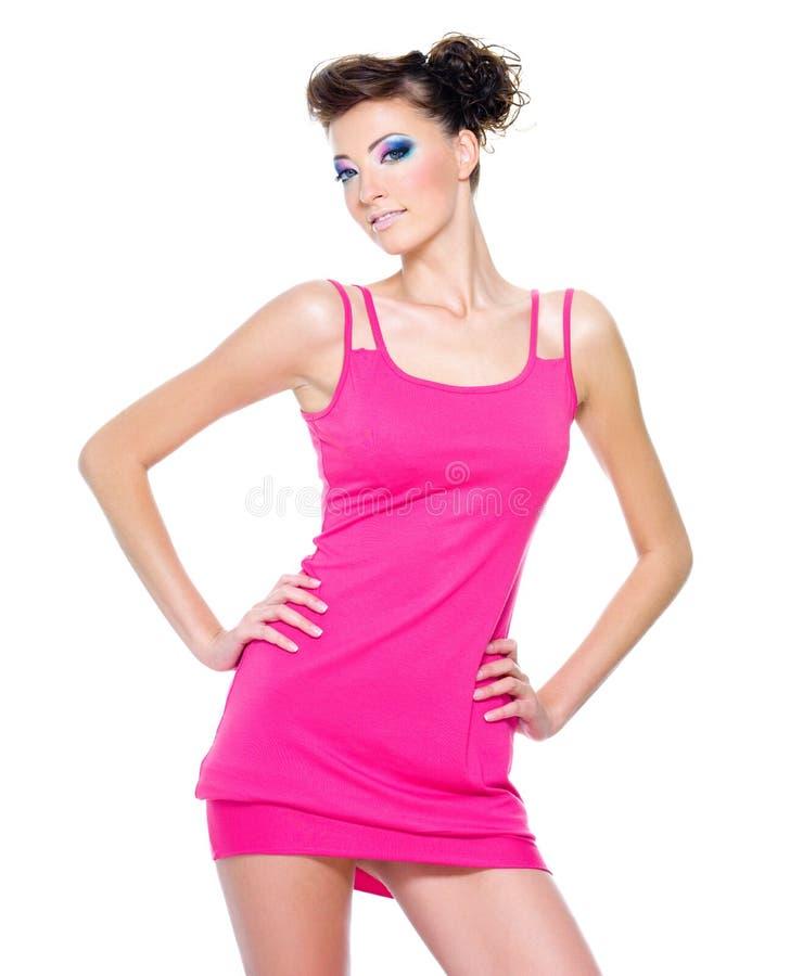 美好的礼服魅力桃红色摆在的妇女 库存图片