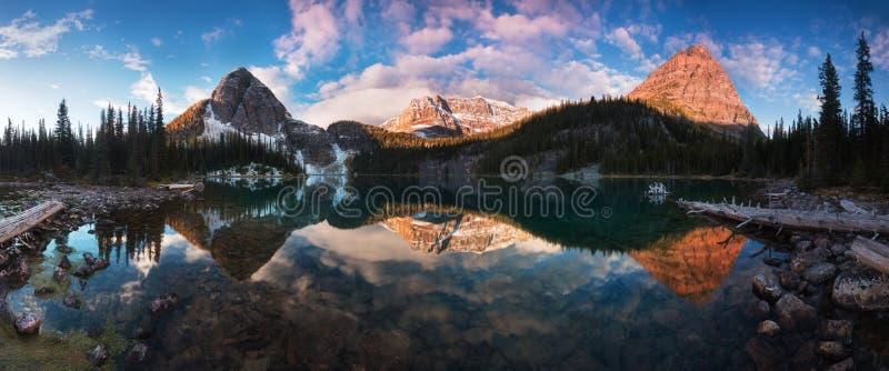 美好的秋天和春天视图向Egypt湖在班夫国立公园落矶山脉的在阿尔伯塔,加拿大 库存图片