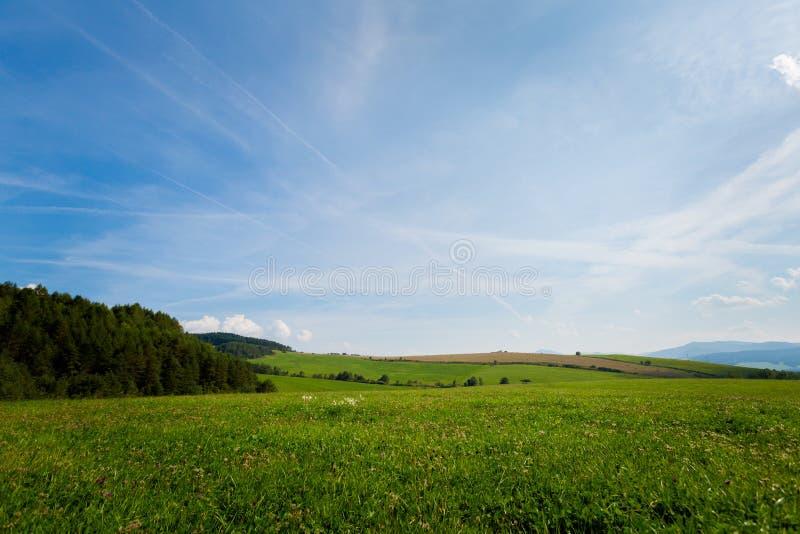 美好的秋天斯洛伐克风景在Litmanova 免版税库存照片