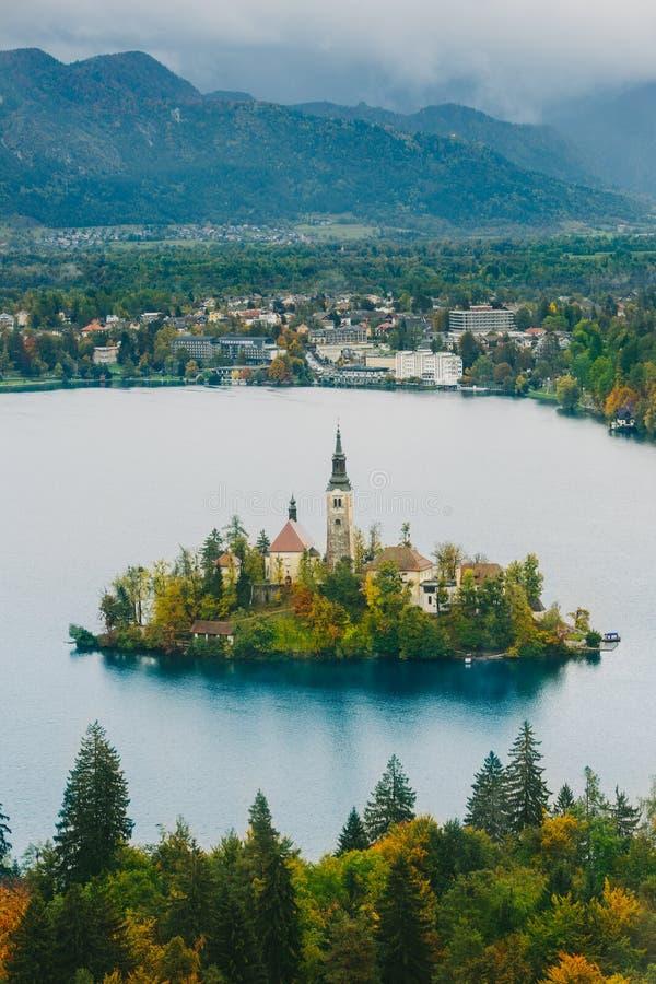美好的秋季空中全景布莱德湖,斯洛文尼亚,欧洲(Osojnica) 免版税库存图片