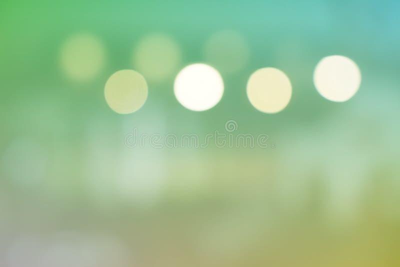 美好的绿色摘要弄脏了bokeh轻的背景 免版税库存图片