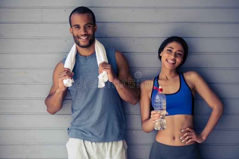 美好的美国黑人的体育夫妇 免版税库存图片