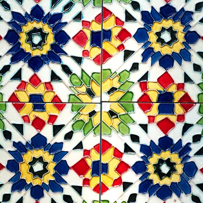 美好的老墙壁陶瓷砖样式从泰国公众手工造 库存照片