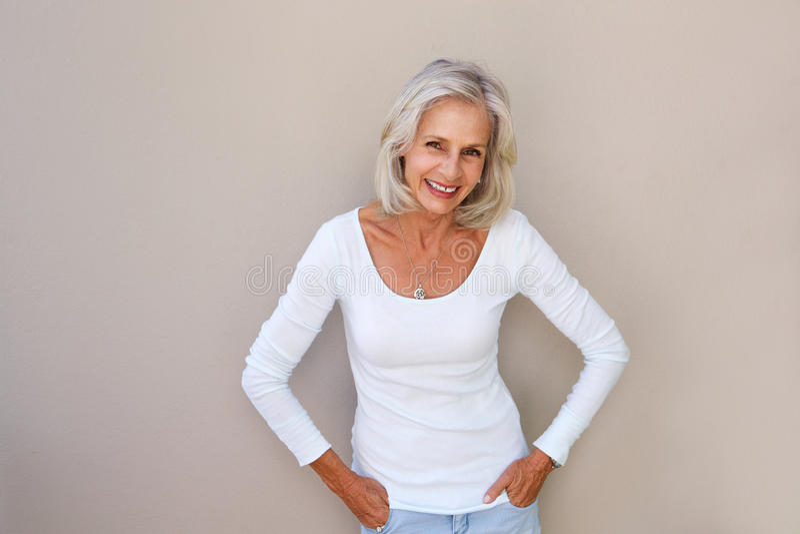 性感老妇_美好的老妇人身分和微笑