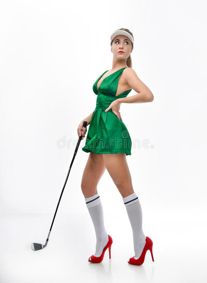 美好的脚在穿上鞋子并且打高尔夫球 免版税库存图片