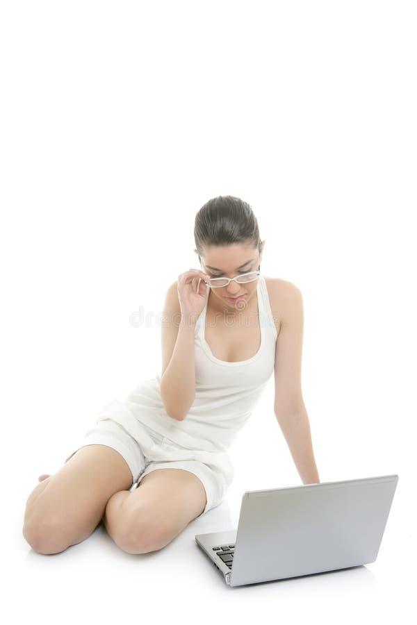 美好的膝上型计算机白人妇女工作 免版税库存照片