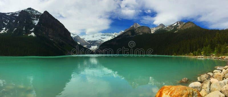 美好的自然在班夫国家公园,加拿大`使亚伯大`环境美化路易丝湖`珠宝  库存图片