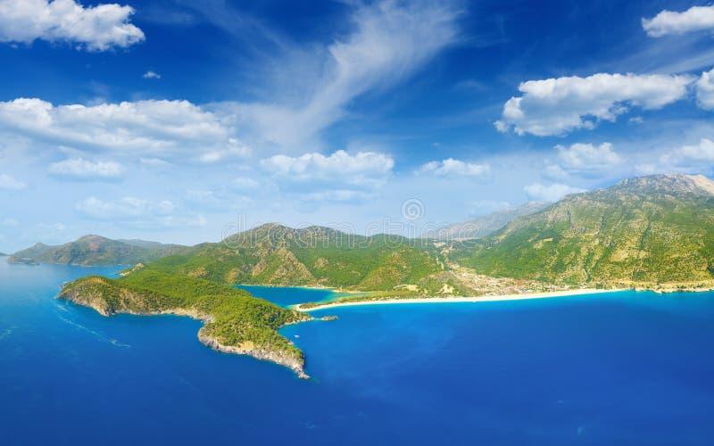 美好的蓝色盐水湖和海岸线在Oludeniz,土耳其 库存照片