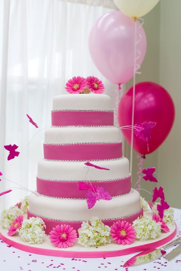 美好的蛋糕婚礼 免版税图库摄影