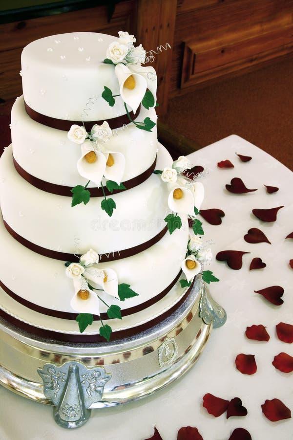 美好的蛋糕婚礼 免版税库存图片