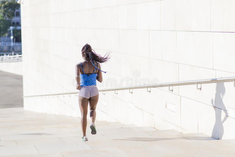 美好的街道的体育非洲妇女,健康生活方式c 库存图片