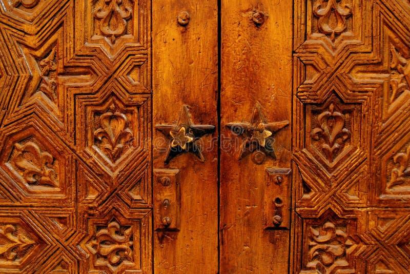 美好的被雕刻的门现有量木的摩洛哥 免版税库存照片